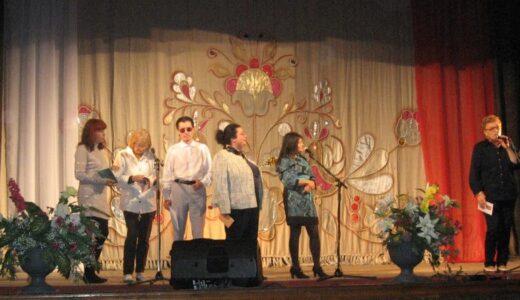 Члены ЛИТО на сцене