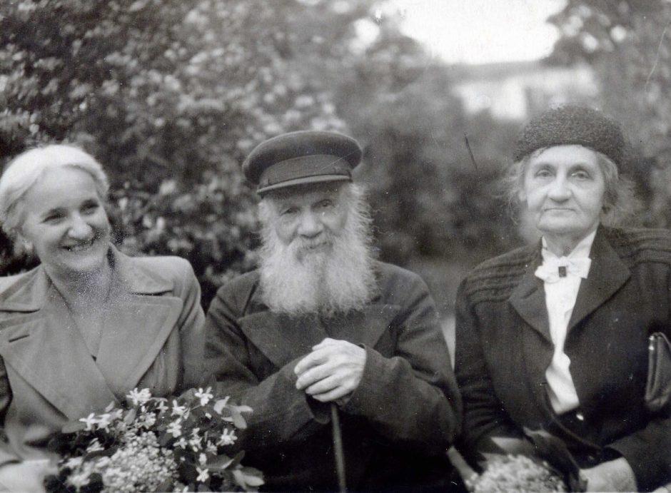 Фото «И.Ф. Шаляпина, А.С. Деренков, Е.П. Пешкова» Казань. 1949