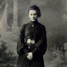 «Екатерина Павловна Пешкова. Нижний Новгород. 1903»