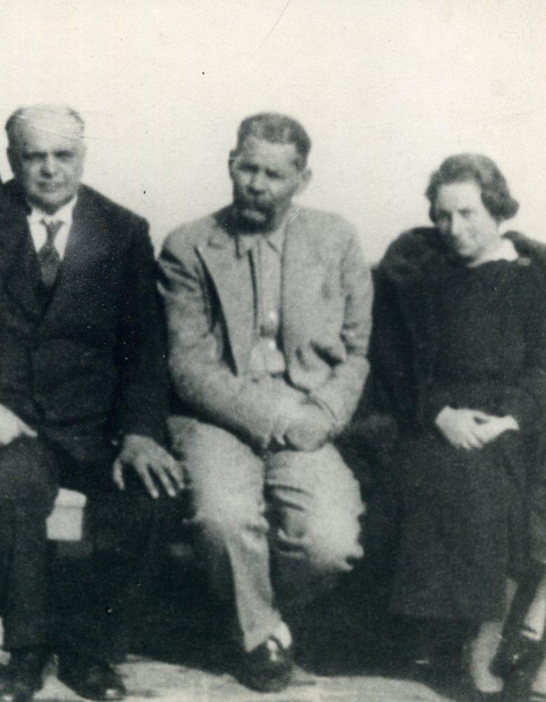 Фото. А.М. Горький и семья Курских в Сорренто.