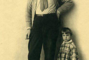 Фото. А.М. Горький с внучкой Марфой