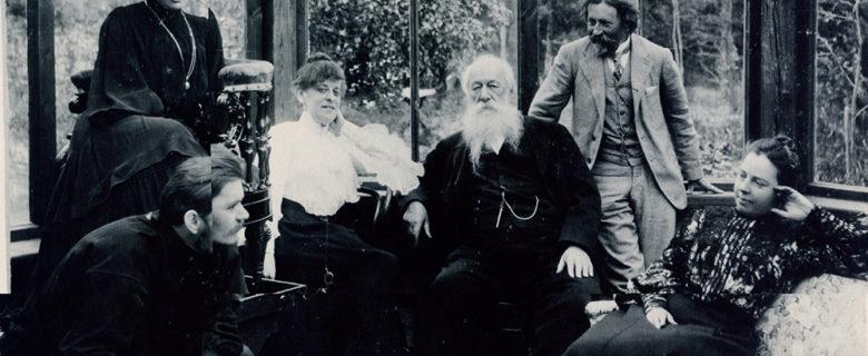 Фото. А.М.Горький, М.Ф.Андреева, В.В.Стасов и др. в мастерской у И.Е.Репина. Куоккала. 1905.