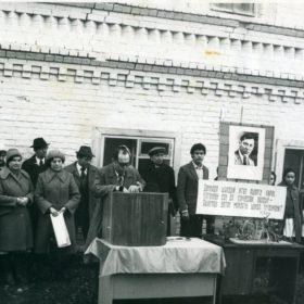 Фото. Открытие Музея М.Джалиля в школе с.Карадуван Балтасинского района ТАССР. с.Карадуван. 27.10.1981 г.