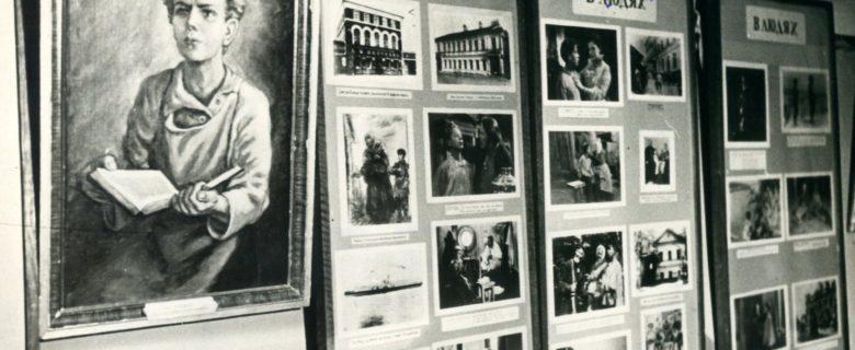 Фото. Первая экспозиция Казанского музея А.М.Горького (раздел «В людях»). Казань. 1940 г.