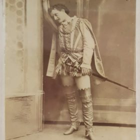 Фото. Ю.Ф.Закржевский в роли Рауля де Нангри в опере «Гугеноты». Казань.1880-е