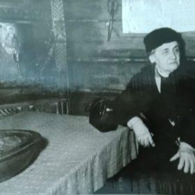 Фото. Е.П.Пешкова в «Домике Каширина». г.Горький. 1948