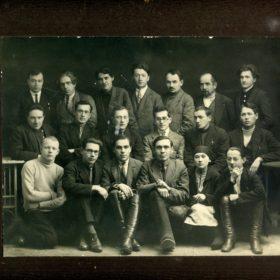 Фото. Адель Кутуй в окружении татарских писателей. Казань. 1929-1930-е
