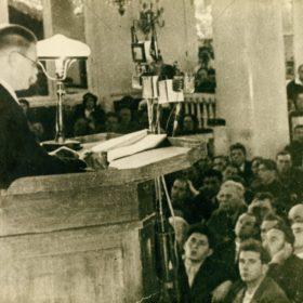 Фото. А.М.Горький выступает на I Всесоюзном съезде советских писателей. Москва.1934