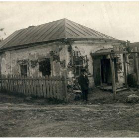 Фото. Бывшая торговая лавка М.А.Ромася в с. Красновидово.1946