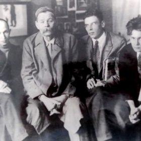 Фото. А.М.Горький и «Кукрыниксы». Москва. 1932