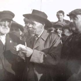 Фото. А.М.Горький с делегацией кубанских колхозников. Москва. 1934