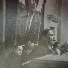 Фото. Выступление Сарвар Адгамовой на Горьковской конференции в ИЯЛИ АН СССР. Казань. 1963