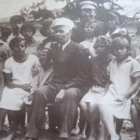 Фото. А.М.Горький и А.П.Макаренко в Куряжской колонии. Харьковская обл. 1928.