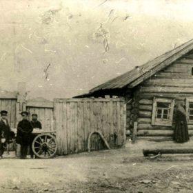 Фото. Дом Григорьева Т.К. в дер. Ометьево под Казанью, где жила семья Шаляпиных. 1912.