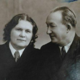 Фото. Народный артист СССР  Николай Иванович Якушенко с женой. Казань. 1955.