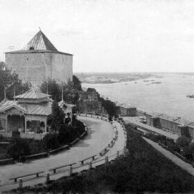 Фото. Георгиевская башня Кремля в Нижнем Новгороде. Фото М.П. Дмитриева. Нач. 1900-х гг.