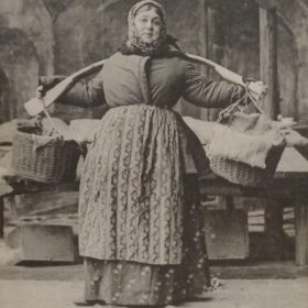 Фотооткрытка. М.А. Самарова в роли Квашни в пьесе А.М. Горького «На дне». 1903