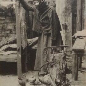 Фотооткрытка. М.Г.Савицкая в роли Анны в пьесе А.М.Горького «На дне». 1903
